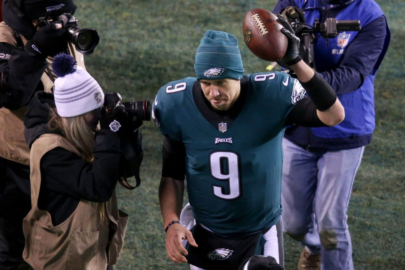 Eagles' Nick Foles somehow won the quarterback matchup