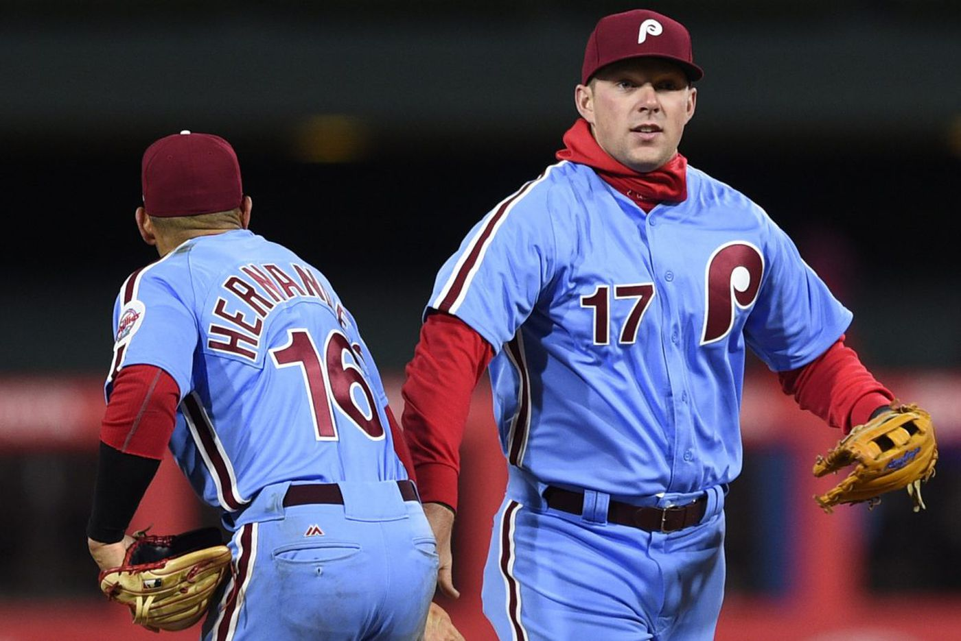Phillies, Rhys Hoskins don't panic with two strikes