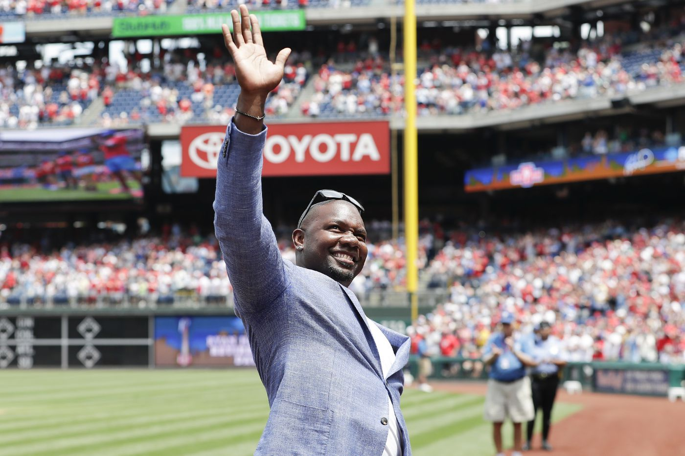 Ryan Howard ends retirement speech by telling fans not to boo struggling Phillies