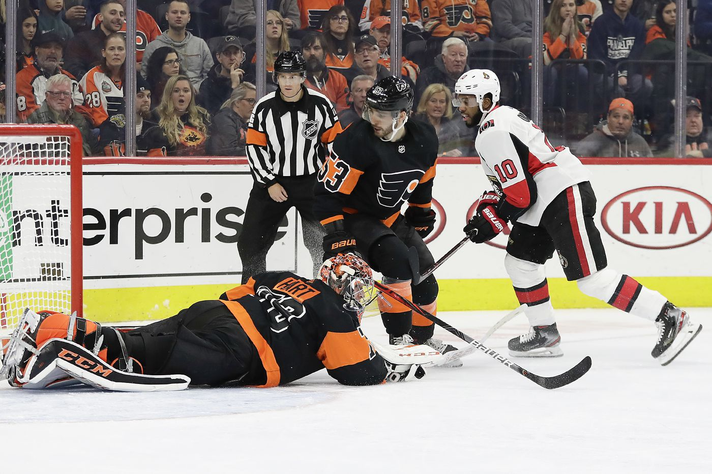 Carter Hart's strange season and, fair or not, why the Flyers need him to quickly figure it out | Sam Carchidi