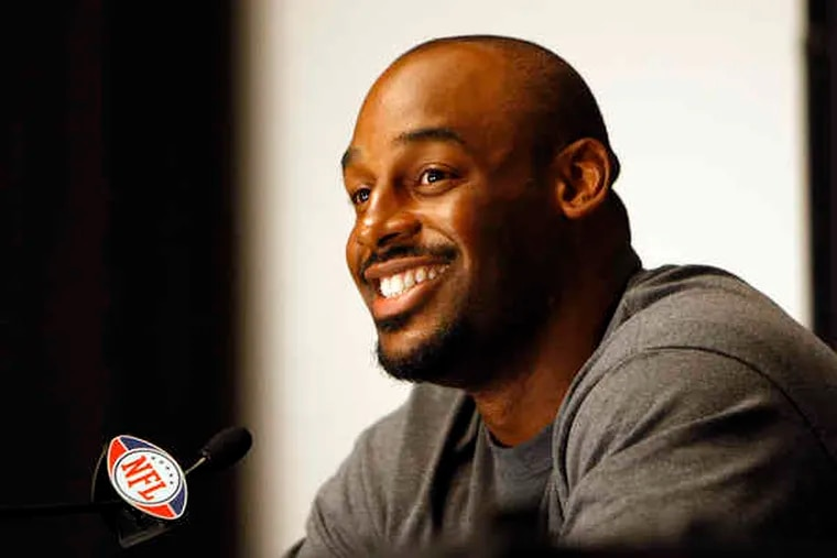 """Donovan McNabb says new teammate Michael Vick, convicted of dogfighting charges, """"served his time. He paid the price. And now it's time for him to move on."""""""