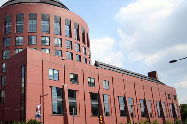 Wharton MBA offers deferred admission for non-Penn applicants who want to work first