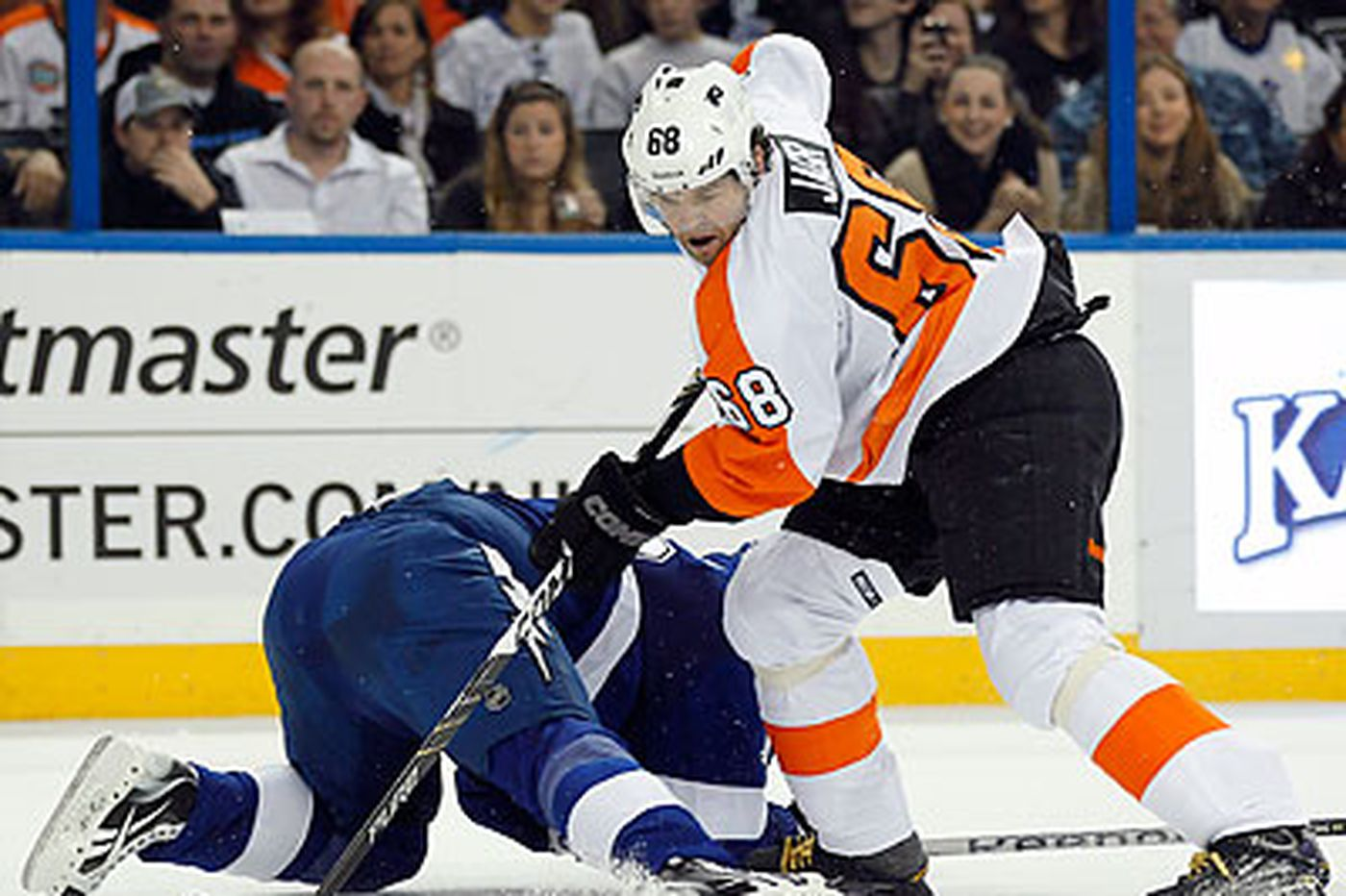 Flyers fall to Lightning, 5-1