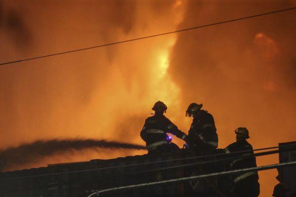 Firefighters knock down 4-alarm scrapyard blaze in Kensington