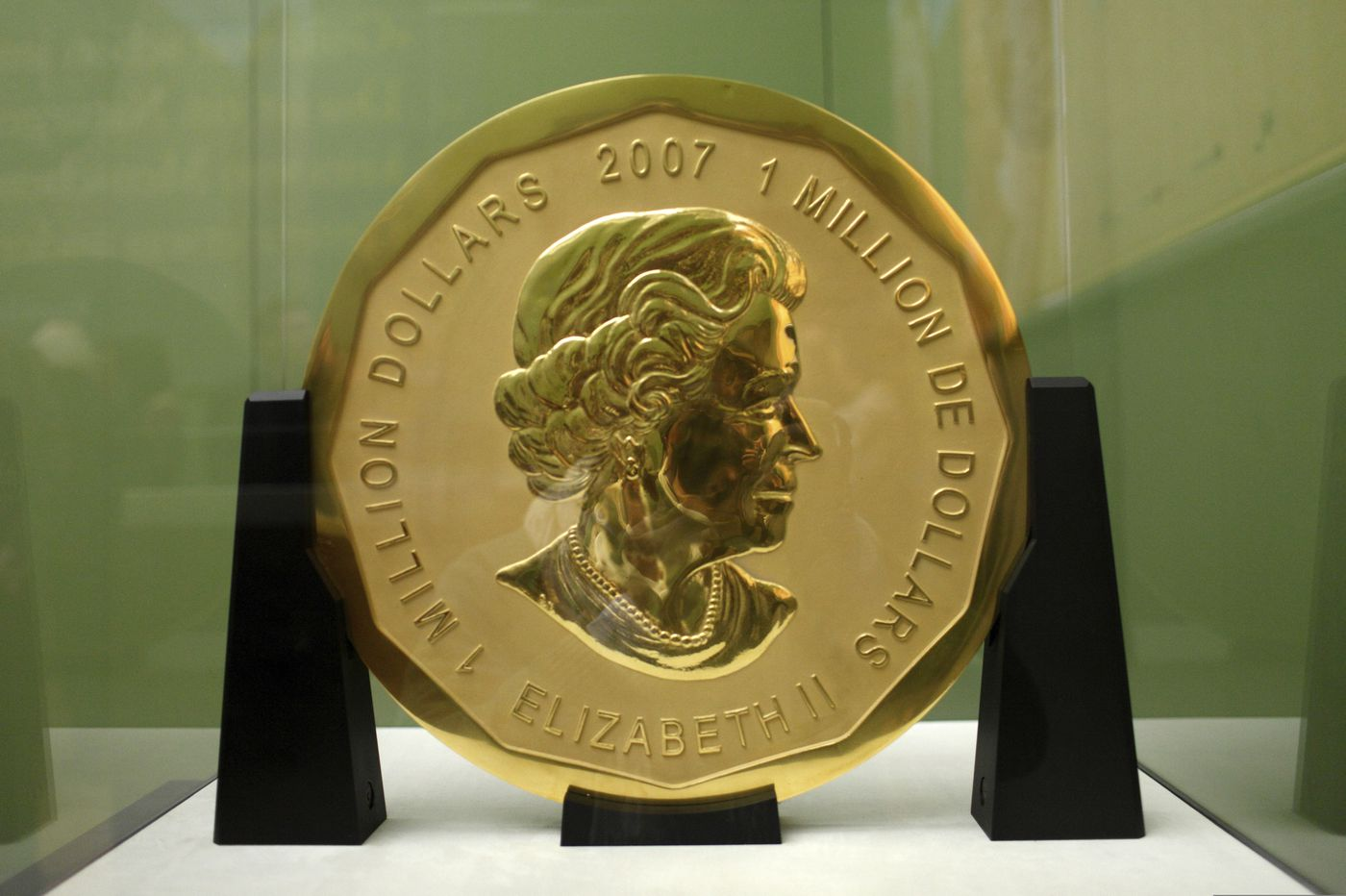 4 on trial over theft of huge gold coin from Berlin museum