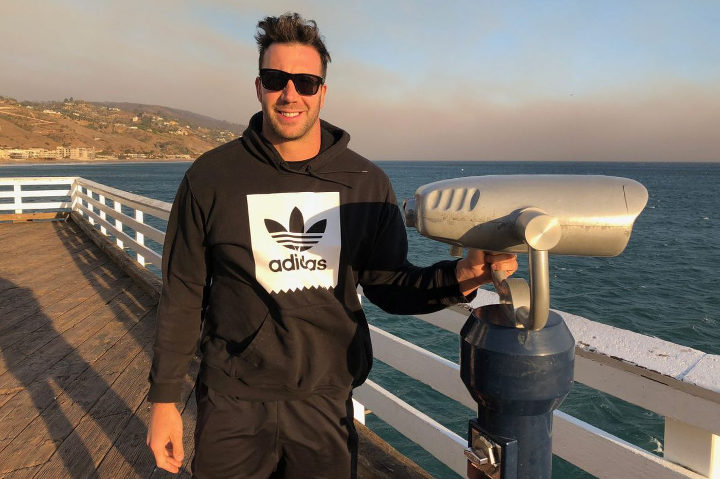 Connor Barwin goes from Philly fishbowl to L.A. anonymity