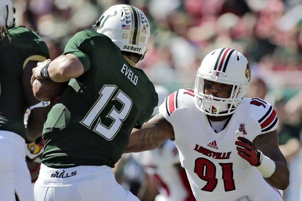 Eagles trade down, take linebacker Marcus Smith in draft