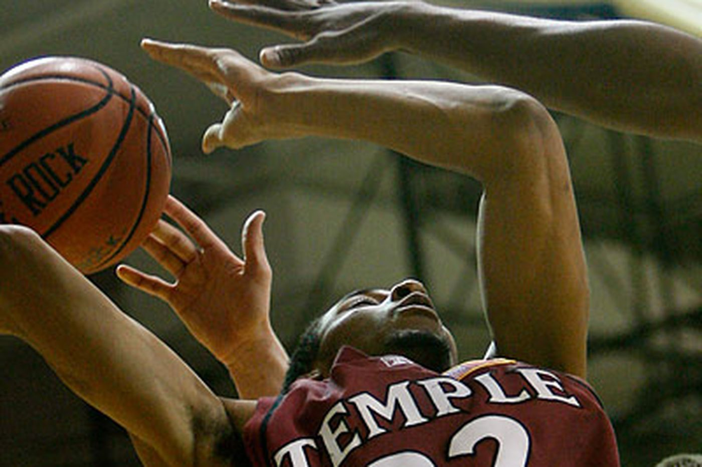 Temple holds off weakened La Salle