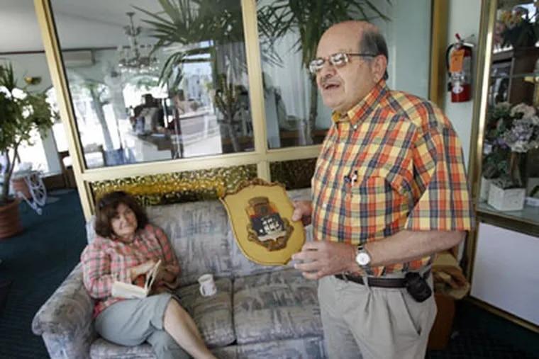 Lester Katsanis, owner of Quebec-by-the-Sea Motel, with wife, Eleni. (Alejandro A. Alvarez / Staff Photographer)