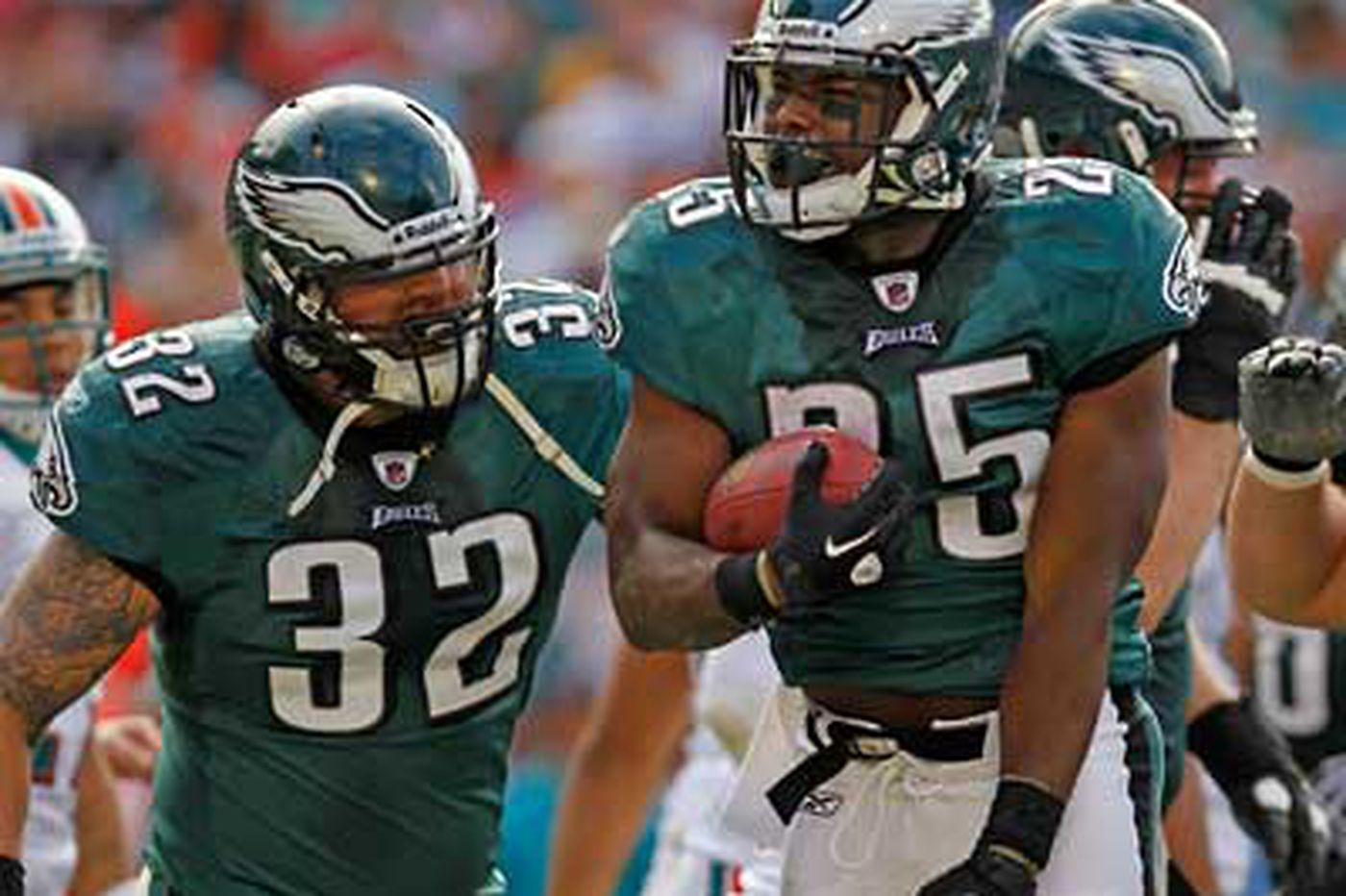 Paul Domowitch: Shady toughens up for Eagles