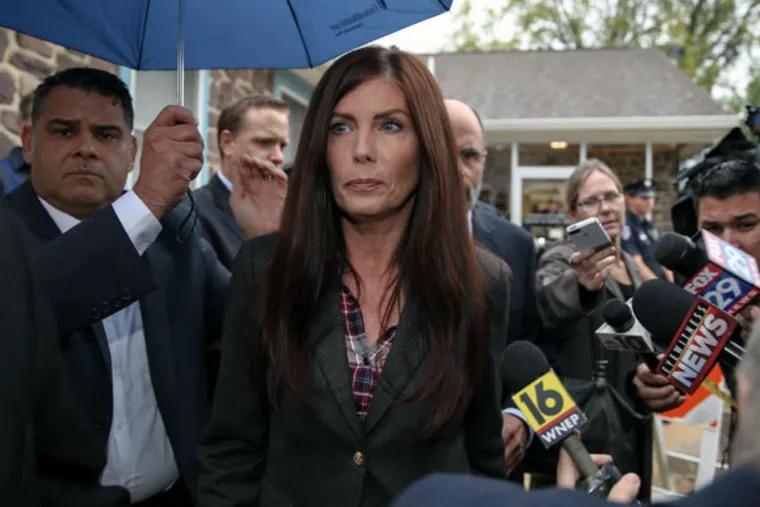 Attorney General Kathleen Kane leaves district court in Collegeville on Thursday, Oct. 1, 2015. (STEVEN M. FALK / Staff Photographer)