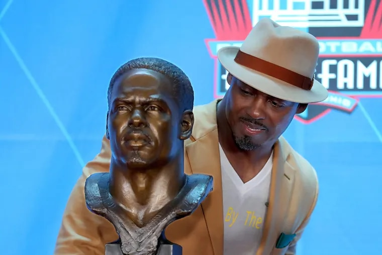 Brian Dawkins looks over his Hall of Fame bust at the enshrinement ceremony on Aug. 4.