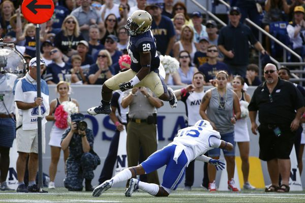 Navy cocaptain Darryl Bonner has a knack for the big play