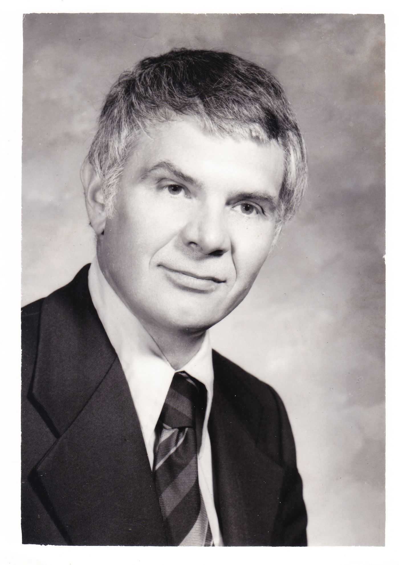Dr  Jewell L  Osterholm, 88, Jefferson neurosurgeon