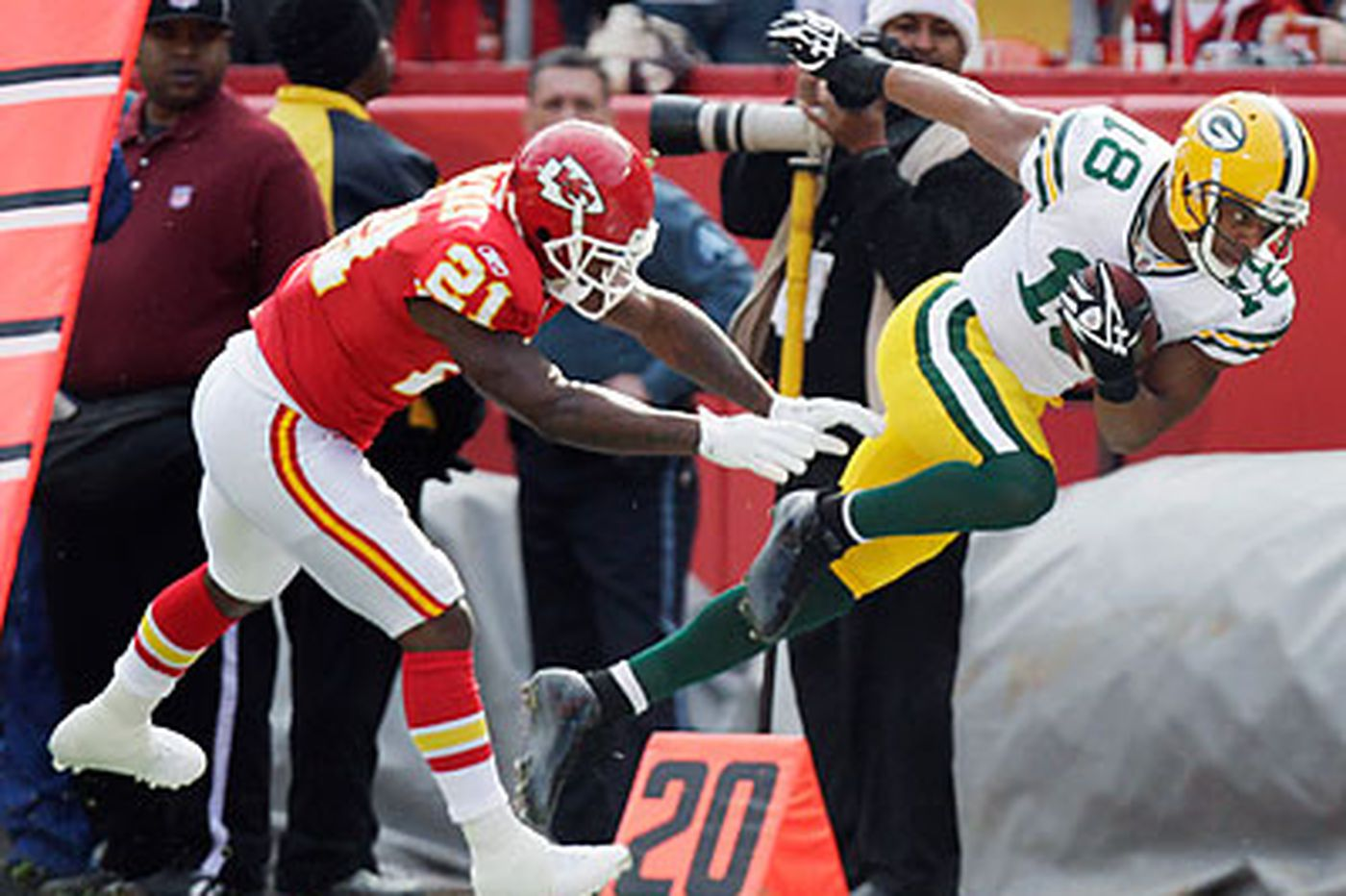 Chiefs pull monster upset of Pack