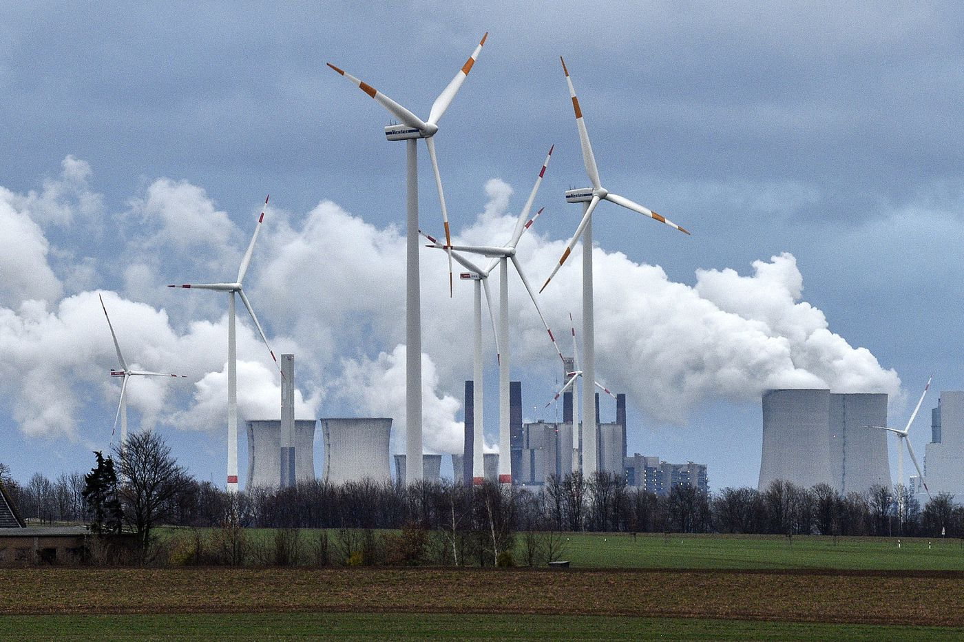 Climate talks pause as battle over key science report looms