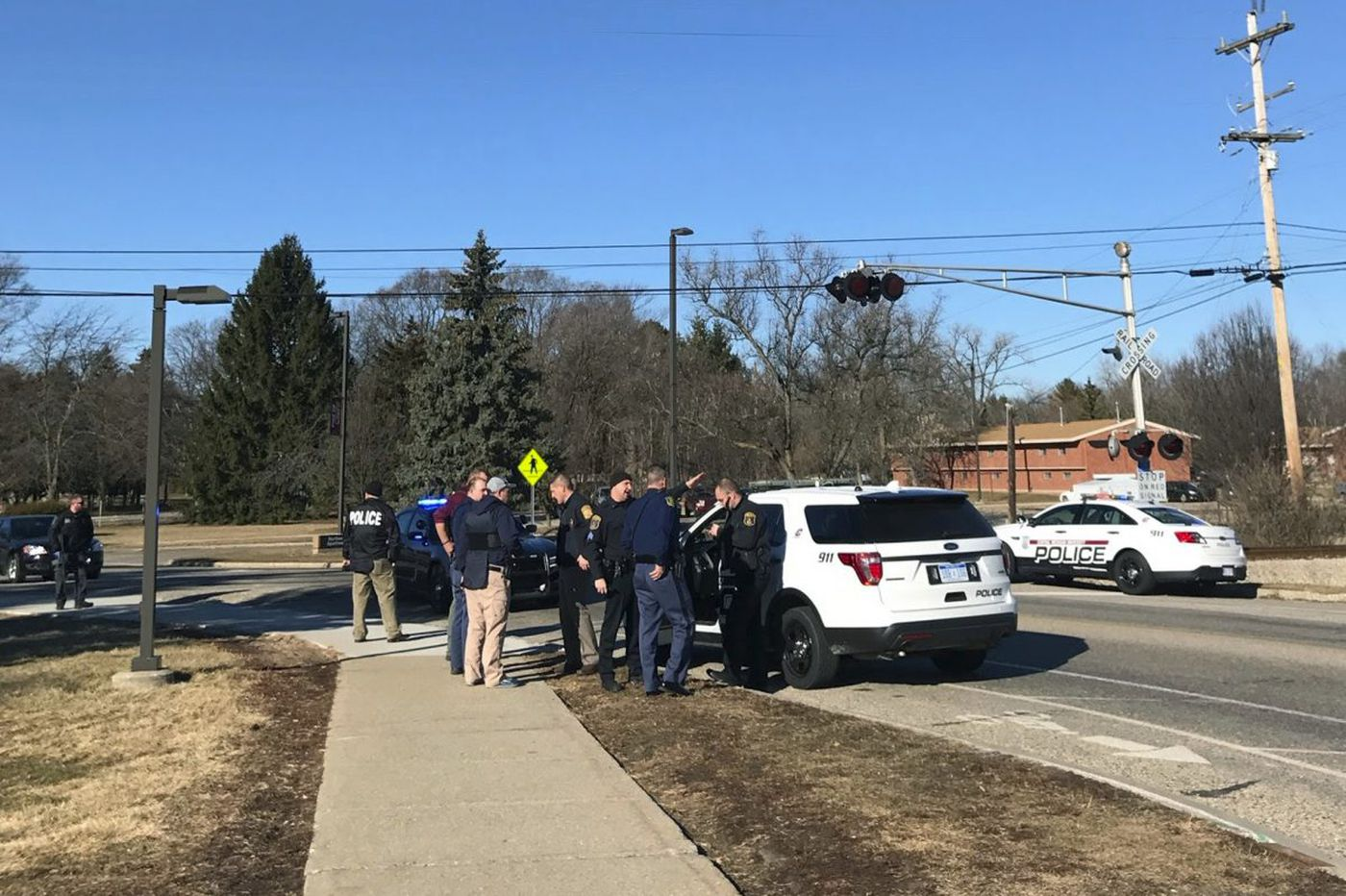 Reports: 19-year-old sought in shooting at Michigan college dorm