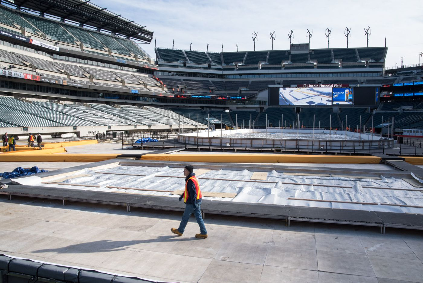 Only one thing could foul up the Flyers-Penguins outdoor game at Lincoln Financial Field