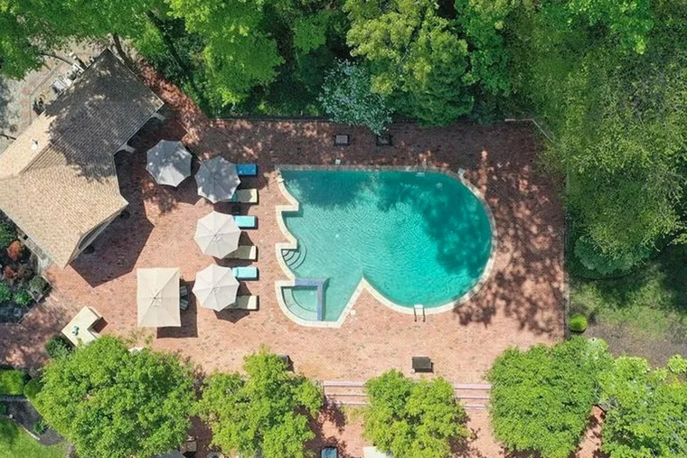 A house for sale once owned by Flyers legend Bobby Clarke sports a number of unusual amenities, including an in-ground pool shaped like the Flyers' logo.