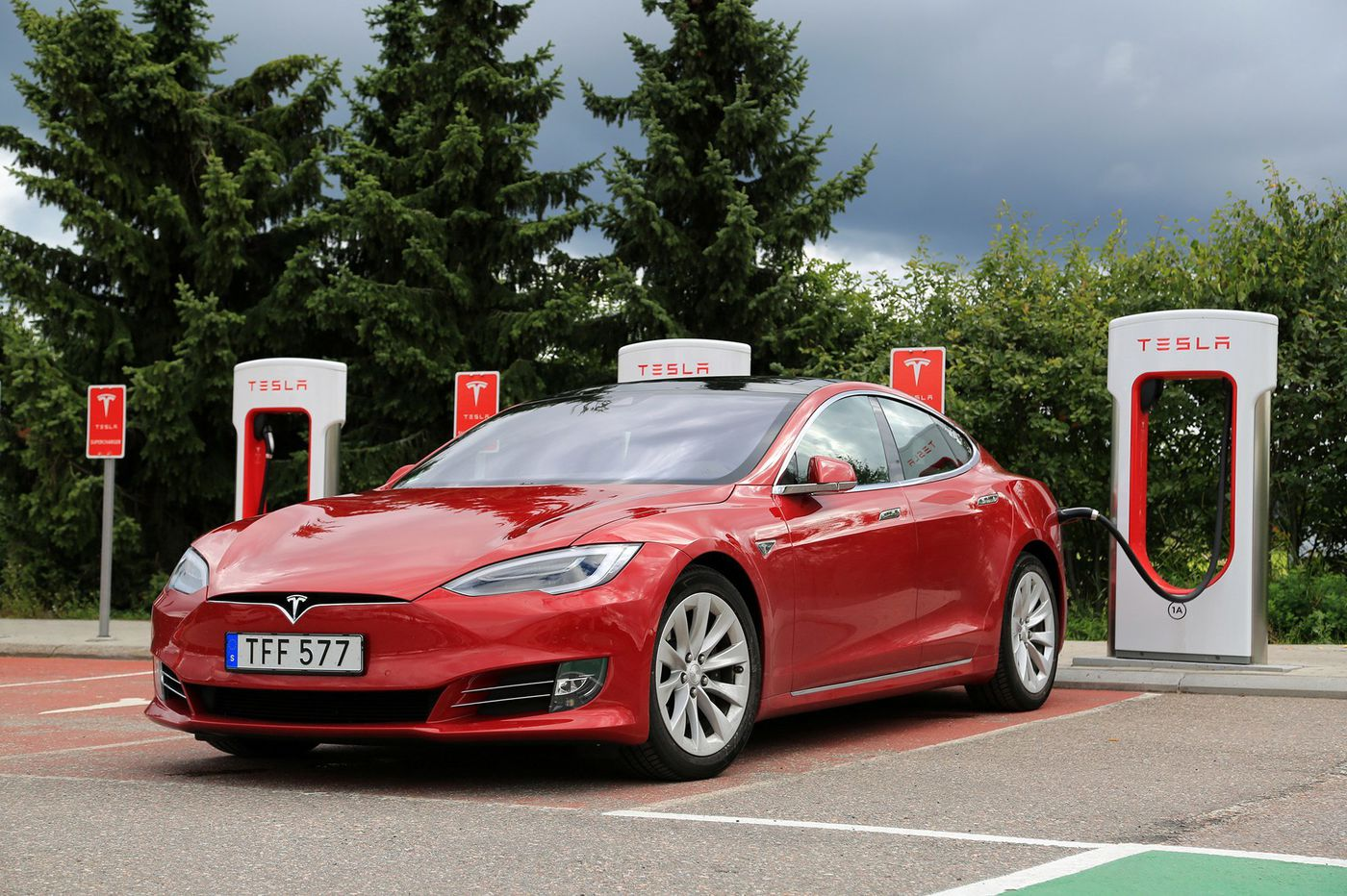 Electric cars: Owned by few, subsidized by all | Opinion