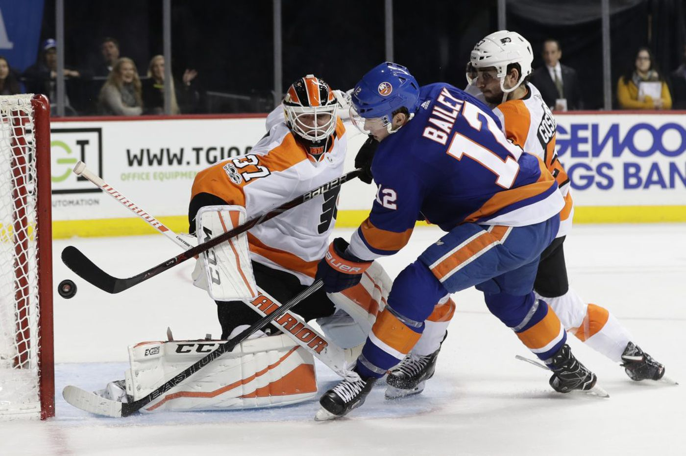 Observations from the Flyers' 4-3 overtime loss to the Islanders