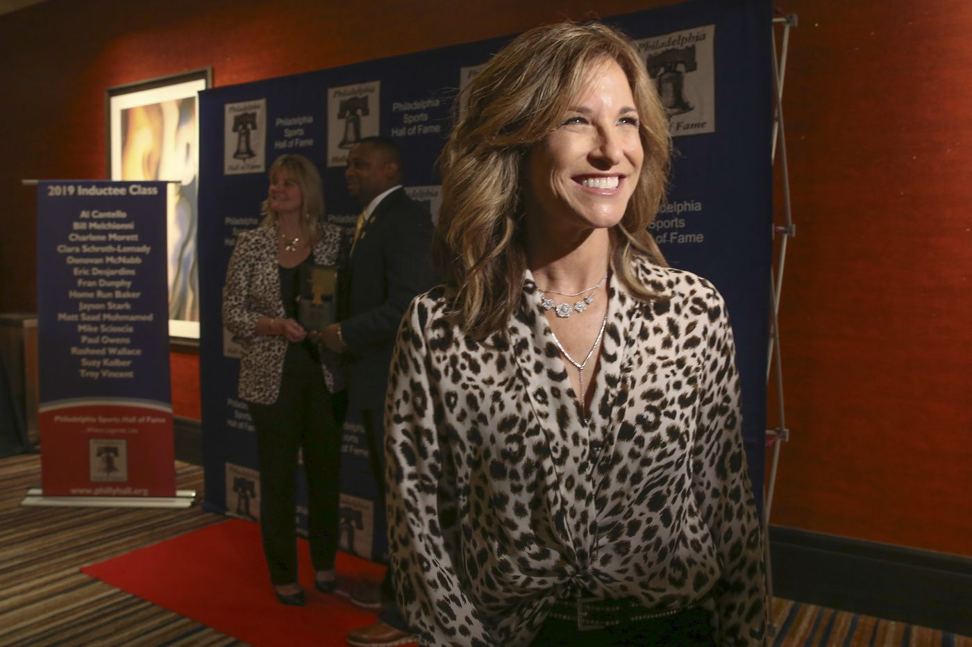 Suzy Kolber, with a legacy of paving the way for women in sports broadcasting, enters the Philadelphia Sports Hall of Fame