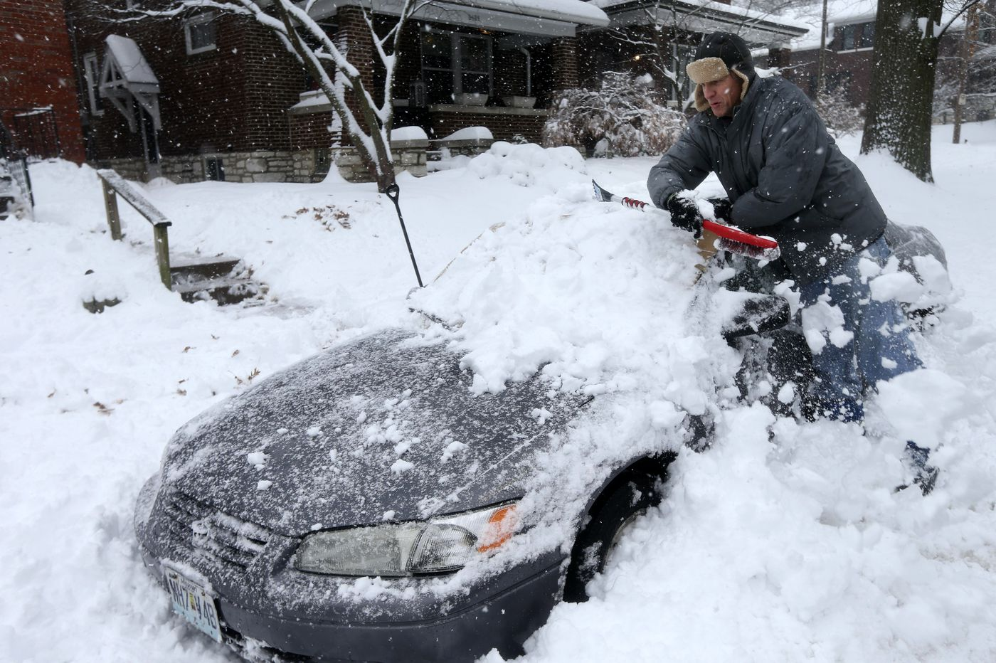 Winter storm in Midwest sees 5 road deaths, power outages