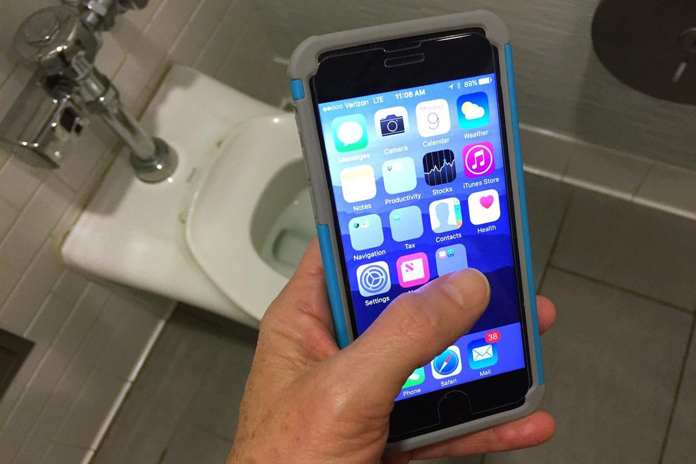 Using your phone in the bathroom could make you sick