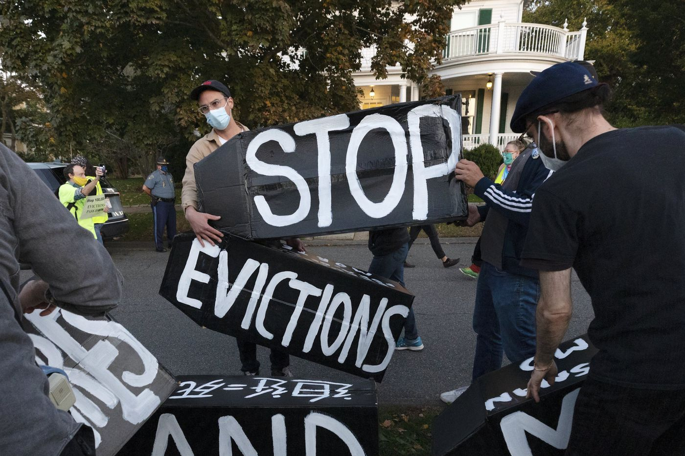 Solving landlord-tenants disputes outside of court and without eviction should be the norm. | Editorial