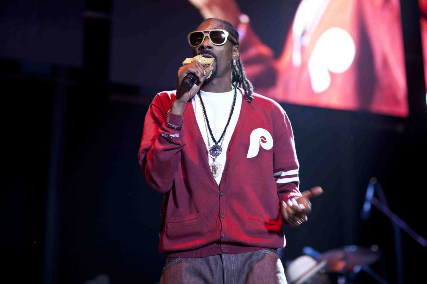 Snoop Dogg gives Nick Foles a shoutout in new track, 'Doggytails'