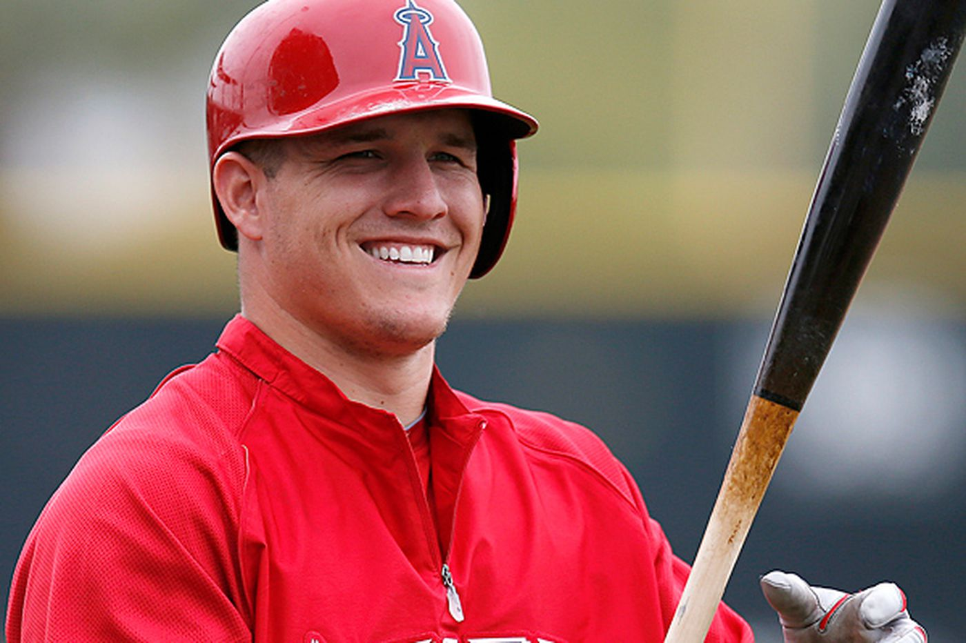 Mike Trout takes a break from endless Phillies speculation to track some snow