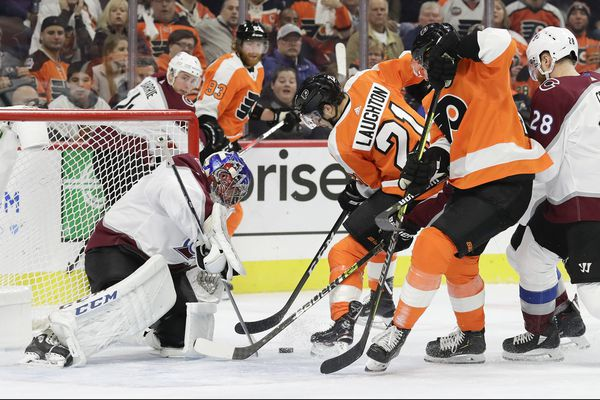 Avalanche's top line scores 3 goals in 4-1 win over slow-starting Flyers