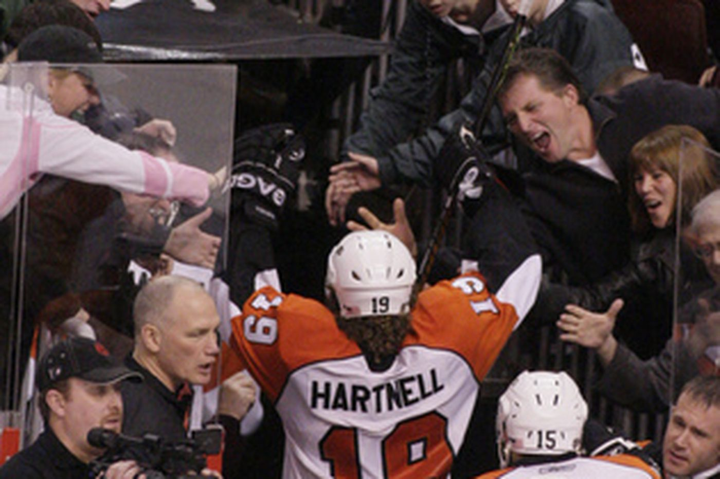 Hartnell gets hat trick in Flyers' epic comeback against Carolina