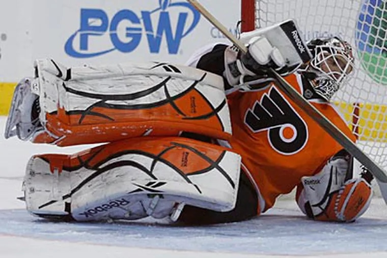 Flyers goalie Michael Leighton underwent surgery to repair a torn labrum in his hip. (Ron Cortes/Staff Photographer)