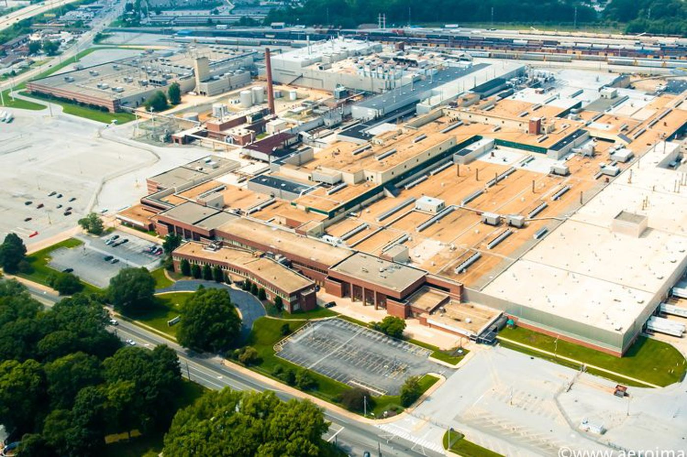Where steel and autos were made, builders plan warehouses for digital America