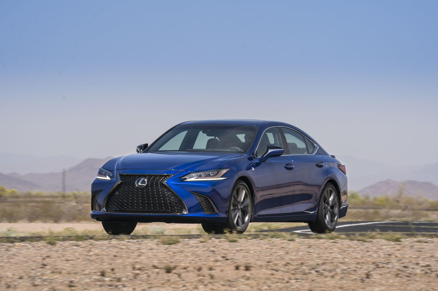 2019 Lexus ES 350 is just a touchpad away from perfection