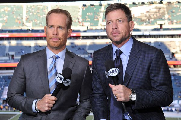 Fox's Joe Buck loves Eagles fans and Merrill Reese. Just don't message him on Twitter.