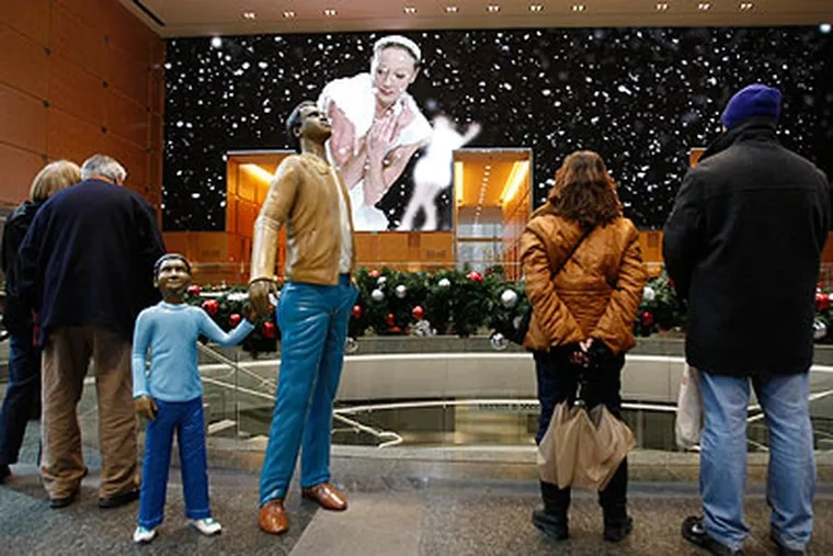 A favorite attraction for suburban visitors to Center City is the Holiday Spectacular show in the lobby of the Comcast Center. (Michael S. Wirtz / Staff Photographer)
