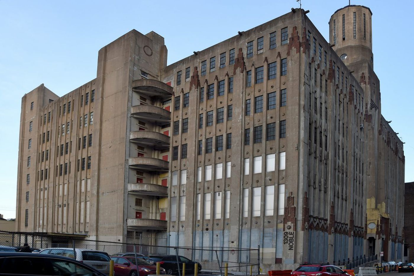 This gorgeous castle overlooking the Reading Viaduct park is still a functioning industrial building