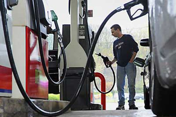 Gas price likely won't set record this summer