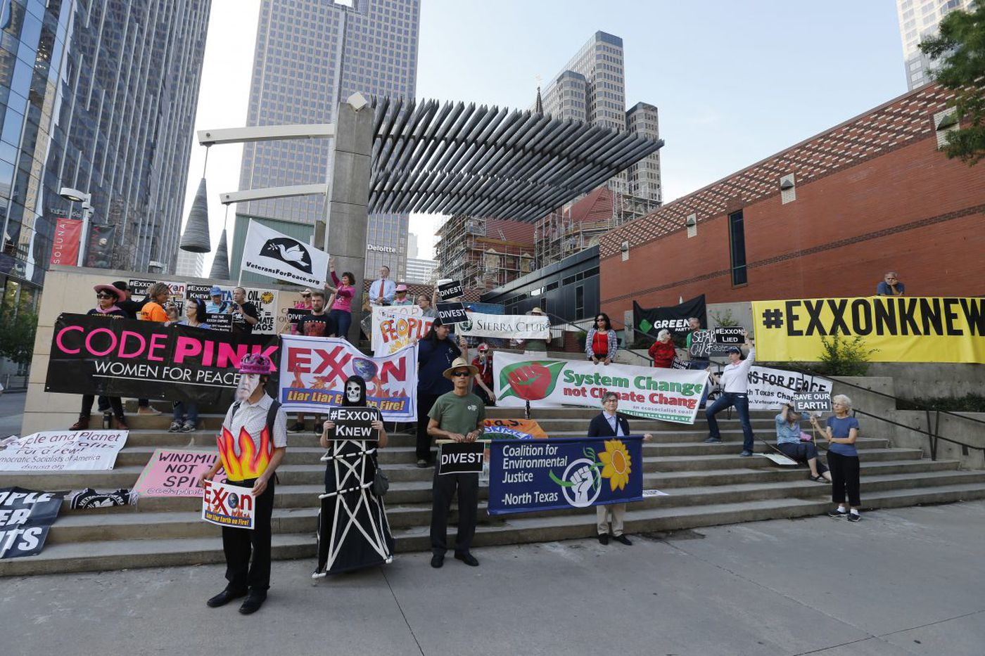 ExxonMobil shareholders vote 'yes' on climate-change analysis, including Vanguard