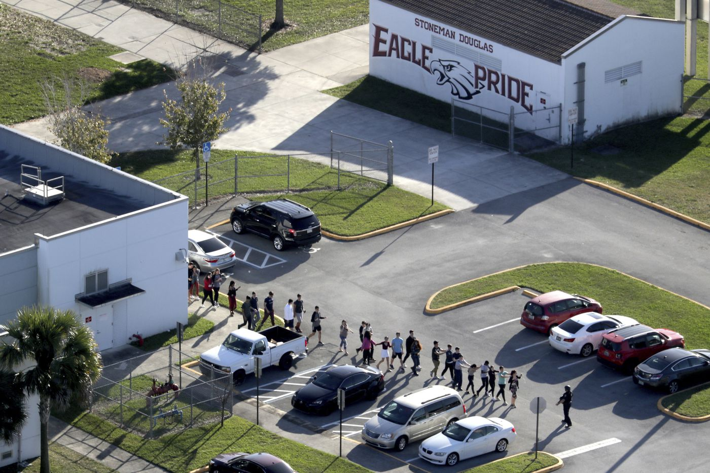 Blood, bodies, chaos: Officers describe Fla. school massacre