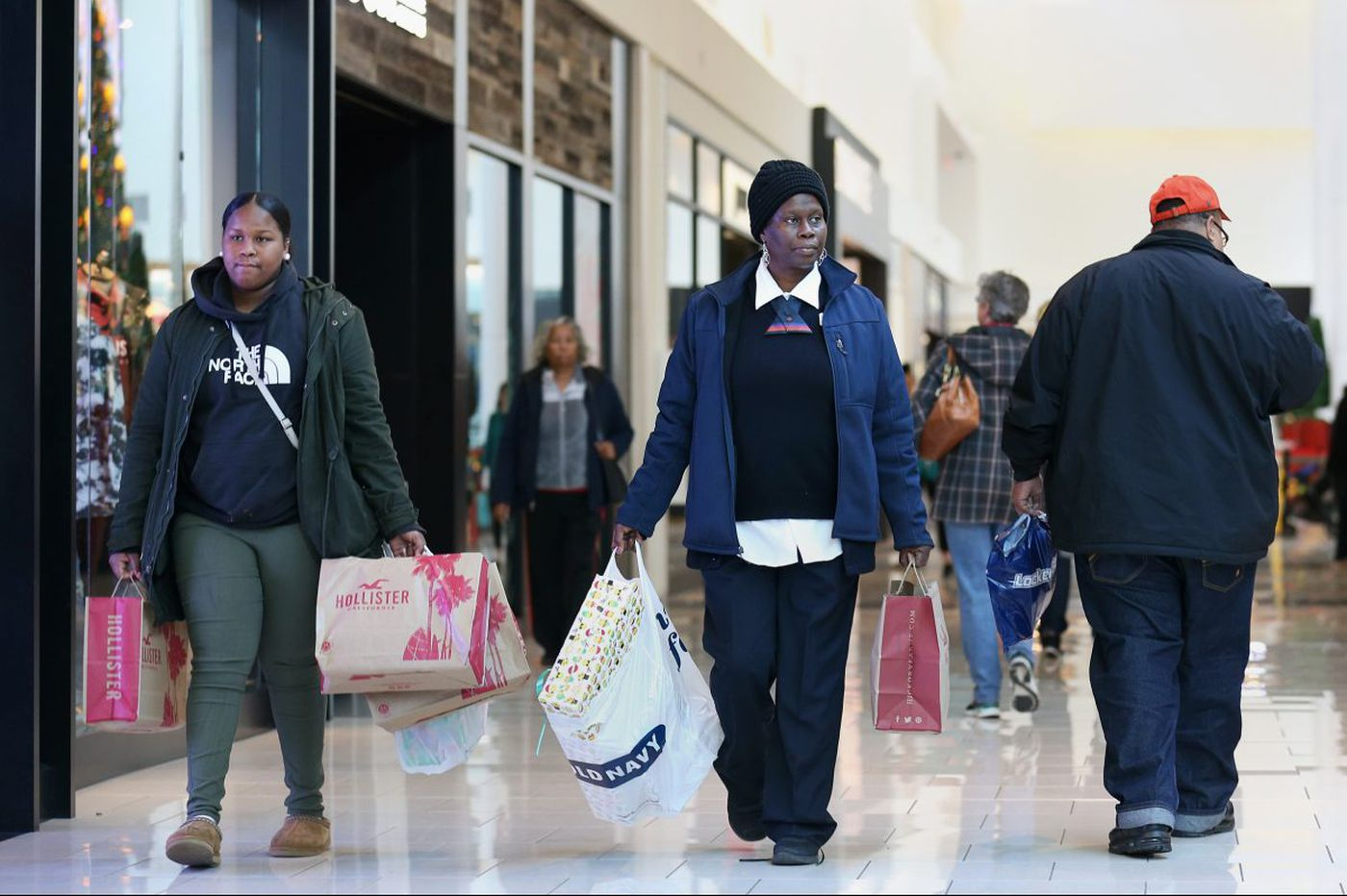 Cold weather and consumer confidence boosted holiday sales in Philly and the nation