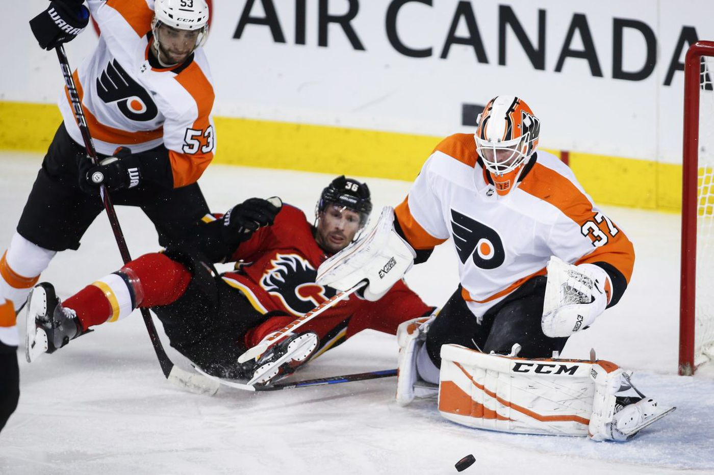 Flyers' Shayne Gostisbehere can relate to Carson Wentz' injury