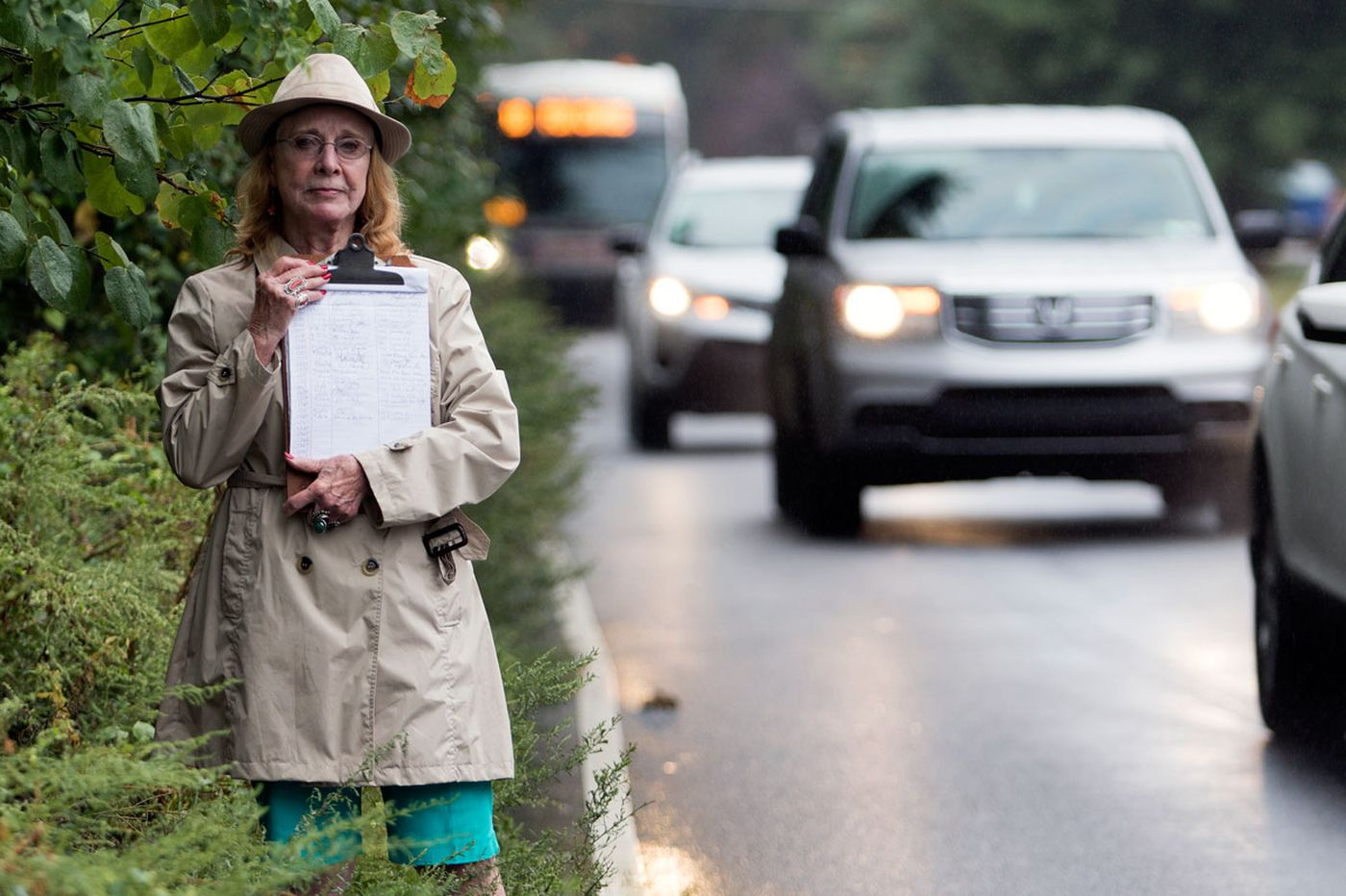 Dangerous curves: On Oxford Avenue, the absence of sidewalks put pedestrians at risk