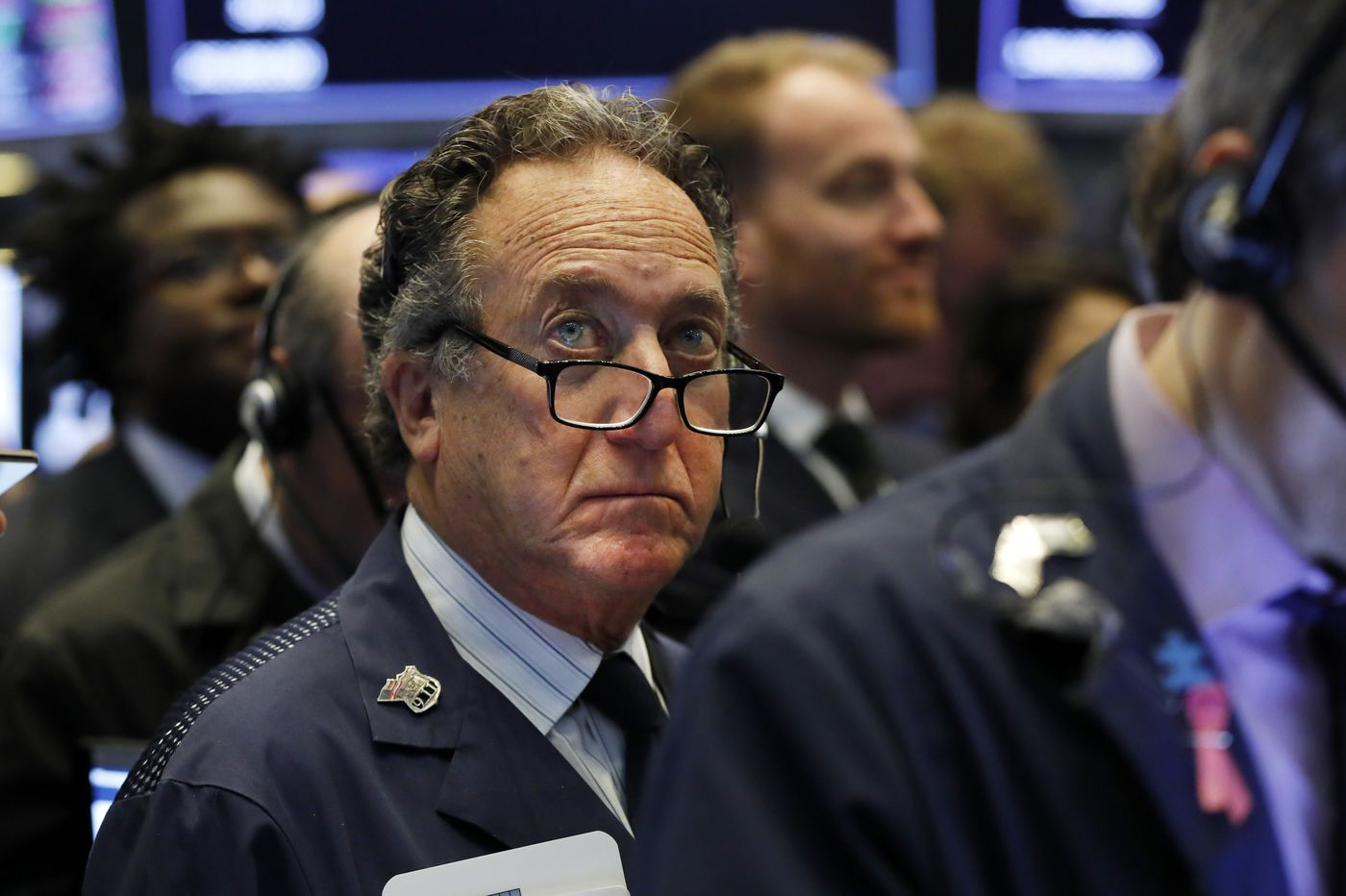 As oil surges, US stocks drift lower in another muted day