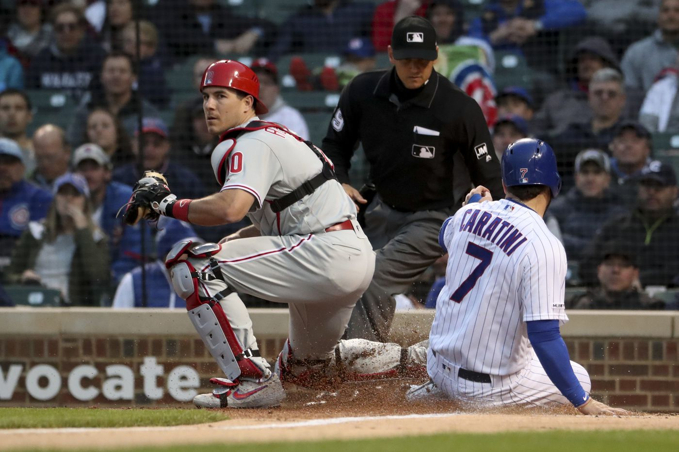J.T. Realmuto leads Phillies from every side of the plate in 5-4 win over Cubs