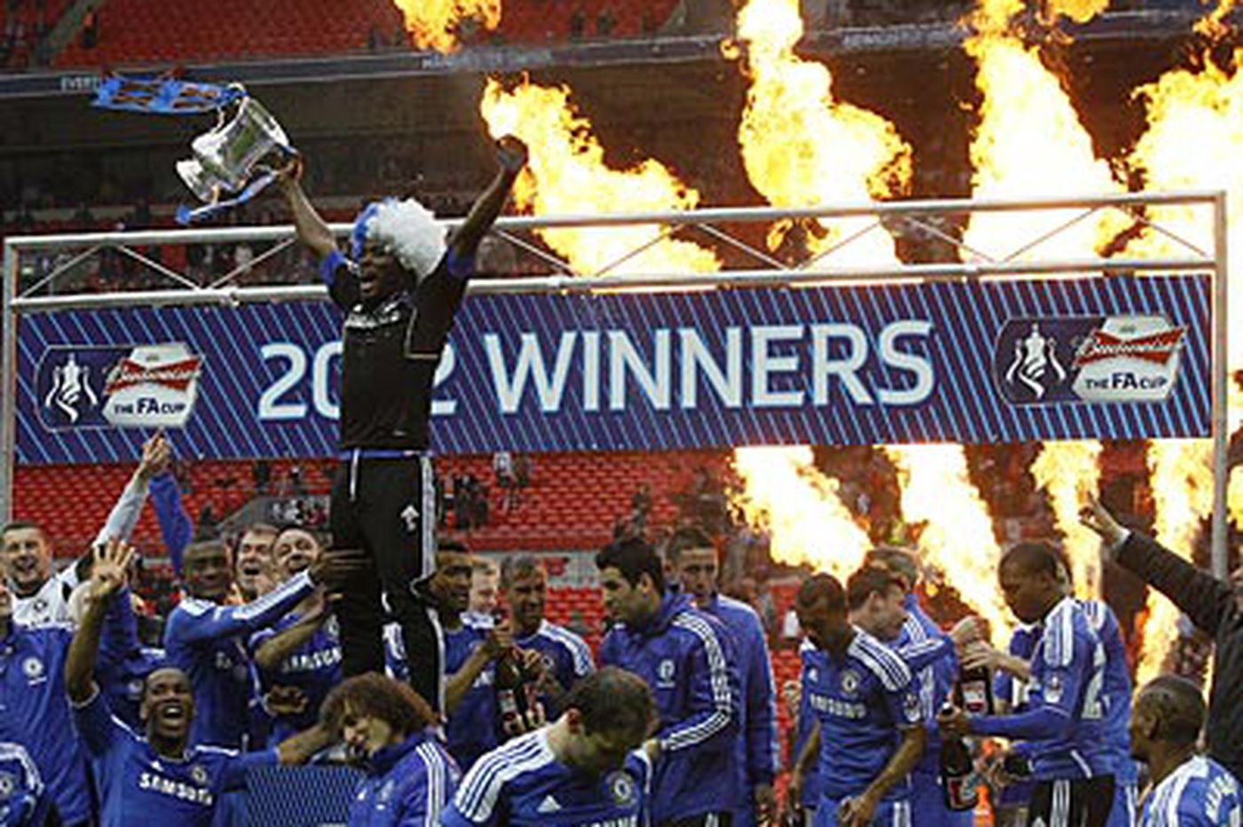 Chelsea tops Liverpool, wins FA Cup