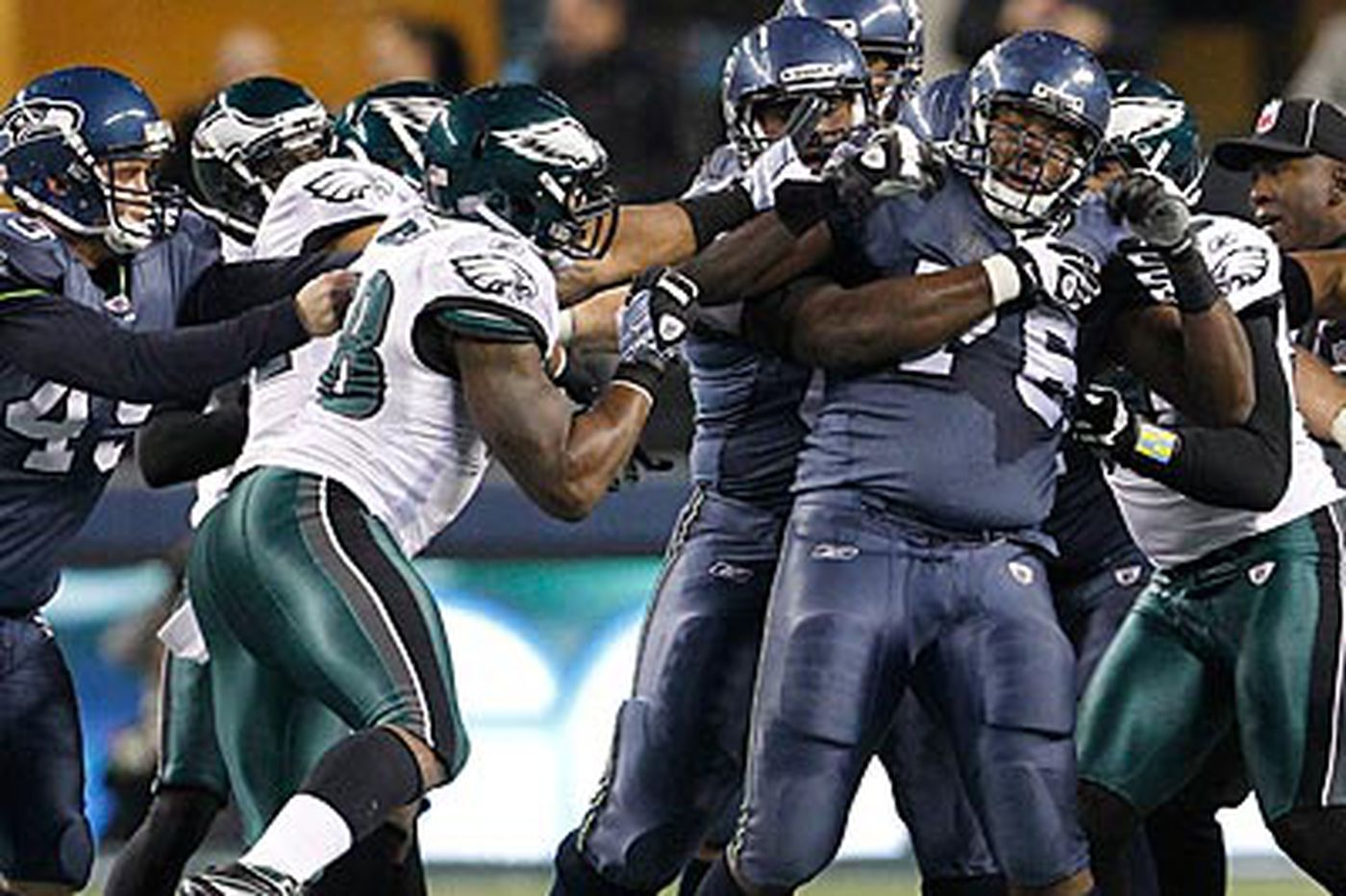 Eagles Notes: Eagles' Cole defends takedown of Seahawks' Okung