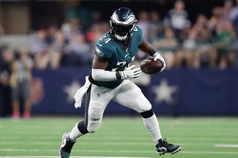 Eagles running back Jordan Howard is averaging 4.5 yards per carry.